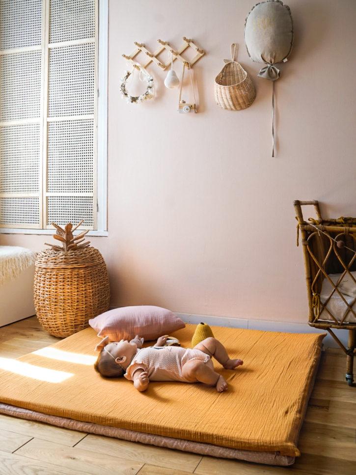Tapis d'éveil bébé minimaliste et couleurs naturelles